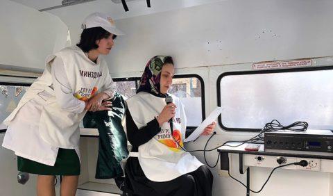 Автомобиль с громкоговорителем, из которого раздаются инструкции, как обезопасить себя от вирусных инфекций (гриппа, ОРВИ,коронавируса) уже курсирует в Махачкале