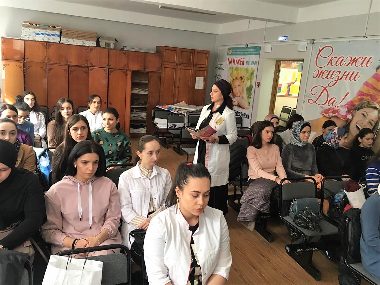 Студентов Дагестанского государственного медицинского университета ознакомили с работой Центра здоровья при ГБУ РД