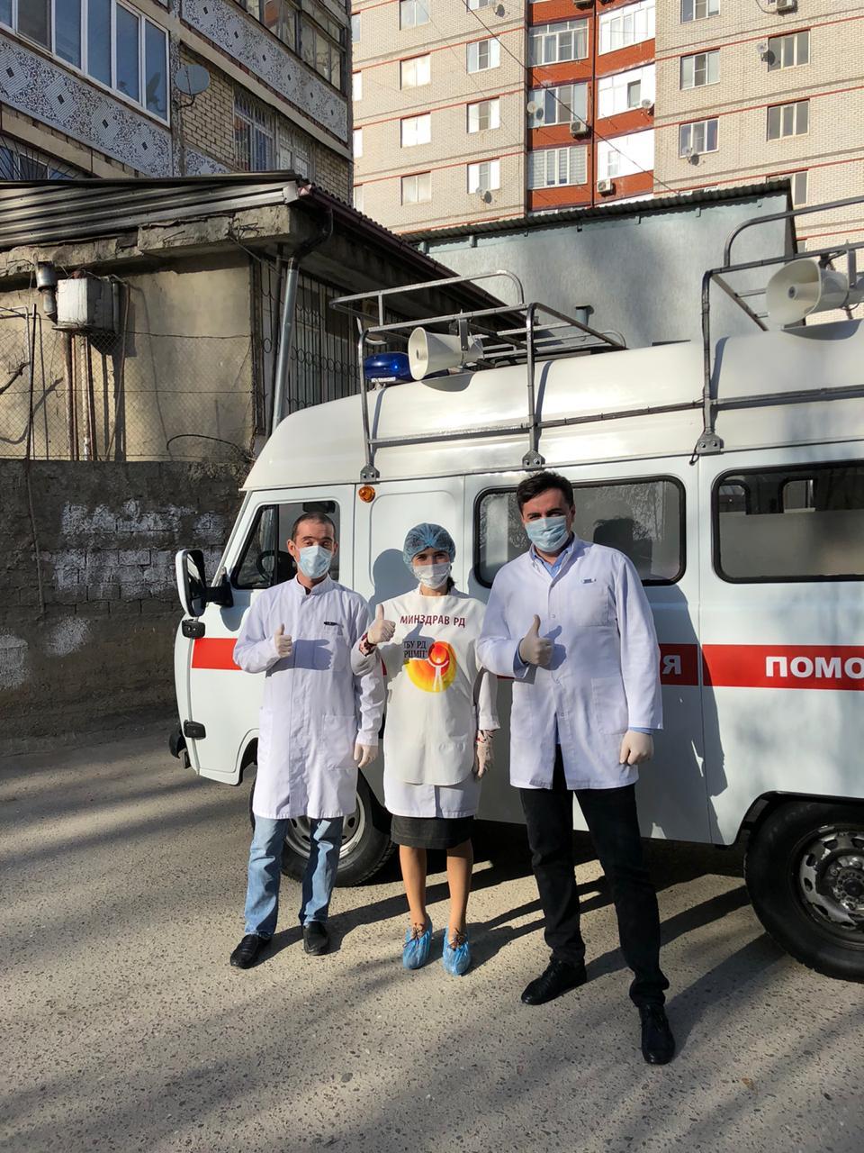 Медики Дагестана объезжают улицы и призывают граждан не выходить из дома