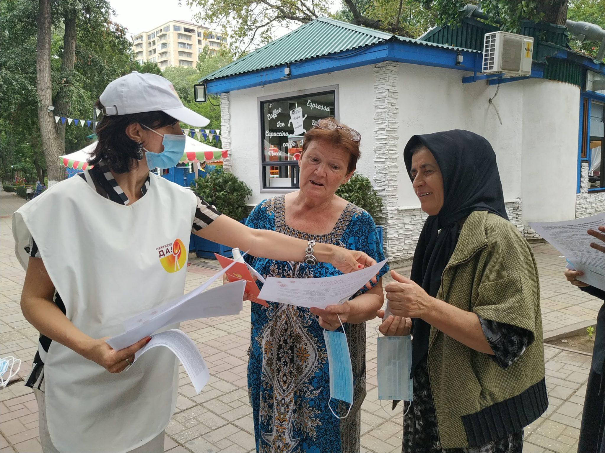 «Как защитить себя от вирусной инфекции» - акция под таким названием прошла на днях в сквере Дружбы им. Фазу Алиевой в Махачкале