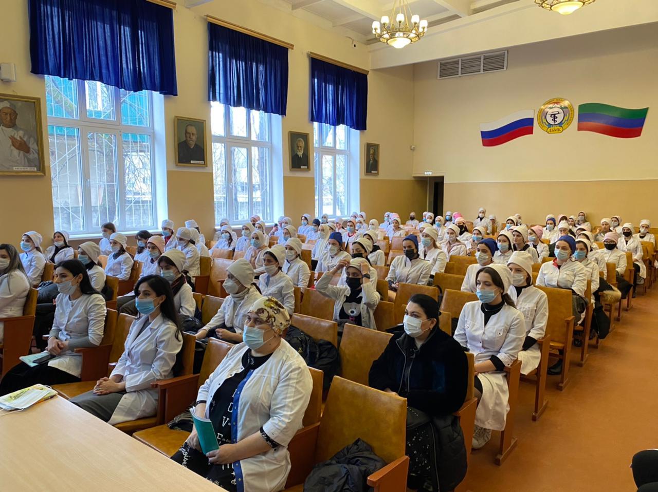 В республике продолжается работа по информированию студенческой молодежи о вопросах вакцинации