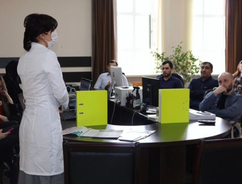 """Выездные бригады ГБУ РД """"РЦОЗМП"""" продолжают работу по информированию населения о вопросах вакцинации"""