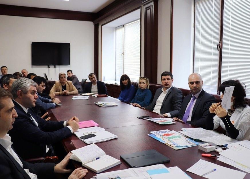 Коллектив Министерства по земельным и имущественным отношениям Дагестана ознакомили с особенностями вакцинации от COVID-19