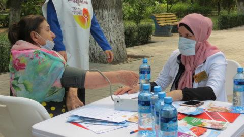 """специалисты ГБУ РД """"РЦОЗМП """" провели акцию с целью обратить внимание горожан на правильное поведение в жаркую погоду"""