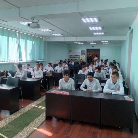 С воспитанниками Училища Олимпийского резерва по футболу «Дагестан» в г. Каспийск провели профилактическую работу врачи Каспийской ЦГБ